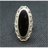 Vintage silver ring set with marquisite and black onyx size O 6grams