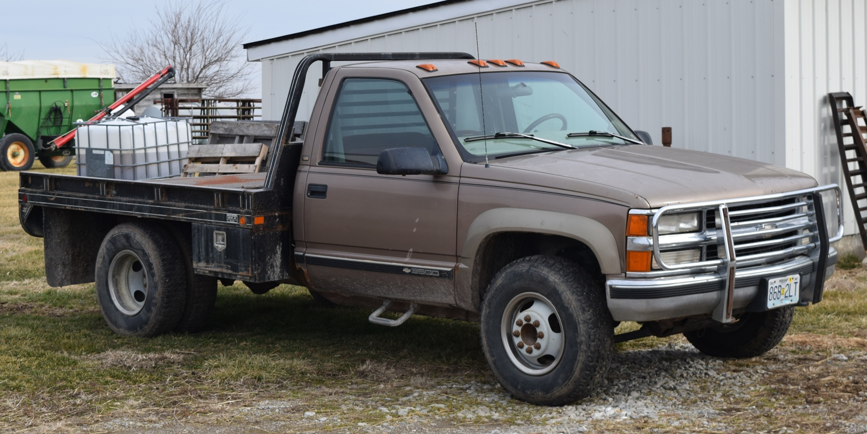 Lot 1077 1997 Chevy 3500 4x4 dually flatbed with hydro bale