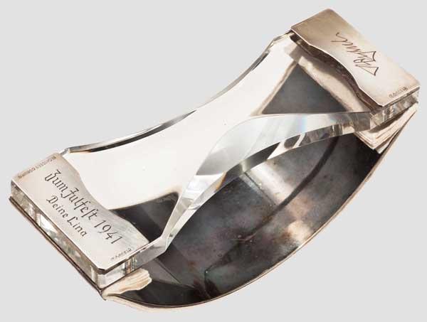 Lot 7133 - Reinhard Heydrich (1904 - 1942) - Tintenlöscher Silber, Alpacca und Kristallglas. Geschenk seiner