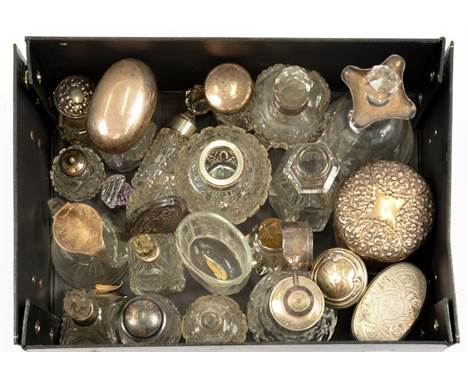 A QUANTITY OF CUT GLASS SCENT AND OTHER JARS, BOTTLES AND BOXES, ALSO AN EDWARD VII SILVER MOUNTED GLASS WHISKEY NOGGIN, 9CM