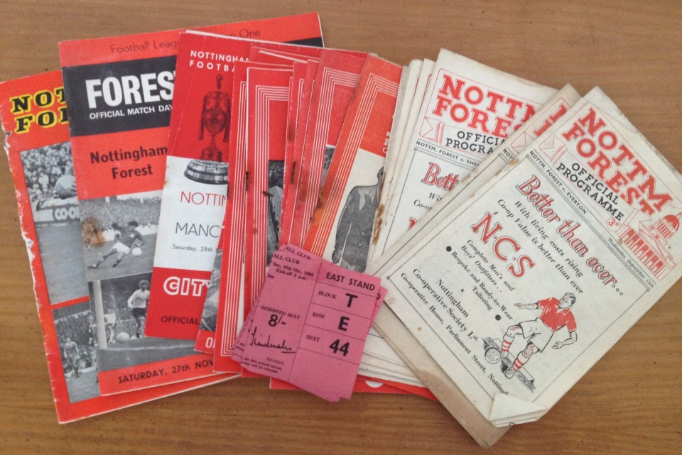 Lot 43 - A collection of 21 vintage Nottingham Forest football programmes.