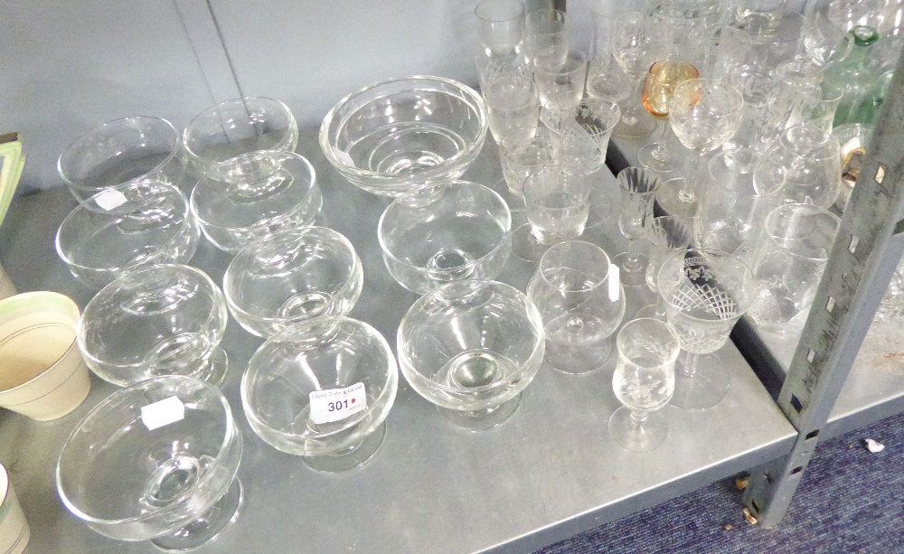 Lot 301 - A QUANTITY OF DRINKING GLASSES AND A GLASS DECANTER