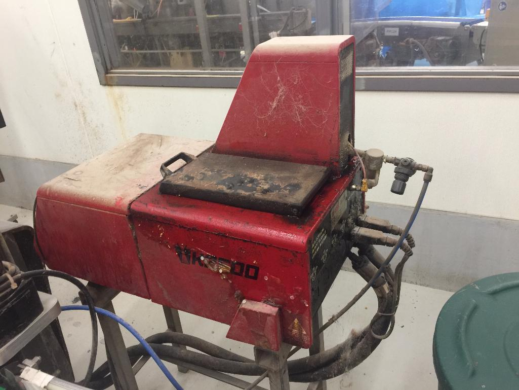 Lot 2093 - Bartelt horizontal pouch form/fill/seal, model IM5, with auger feeder, left to right, w/ carton erec