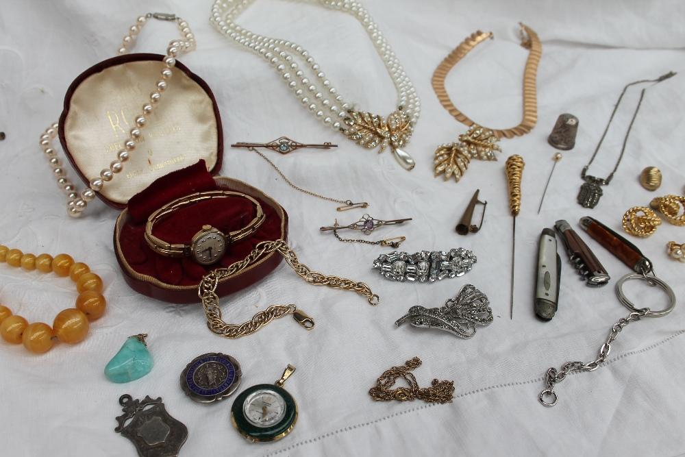 Lot 38 - A 9ct gold bracelet, approximately 12.