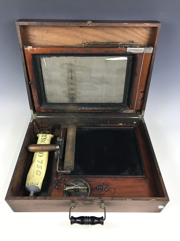 Lot 16 - An early 20th century duplicator