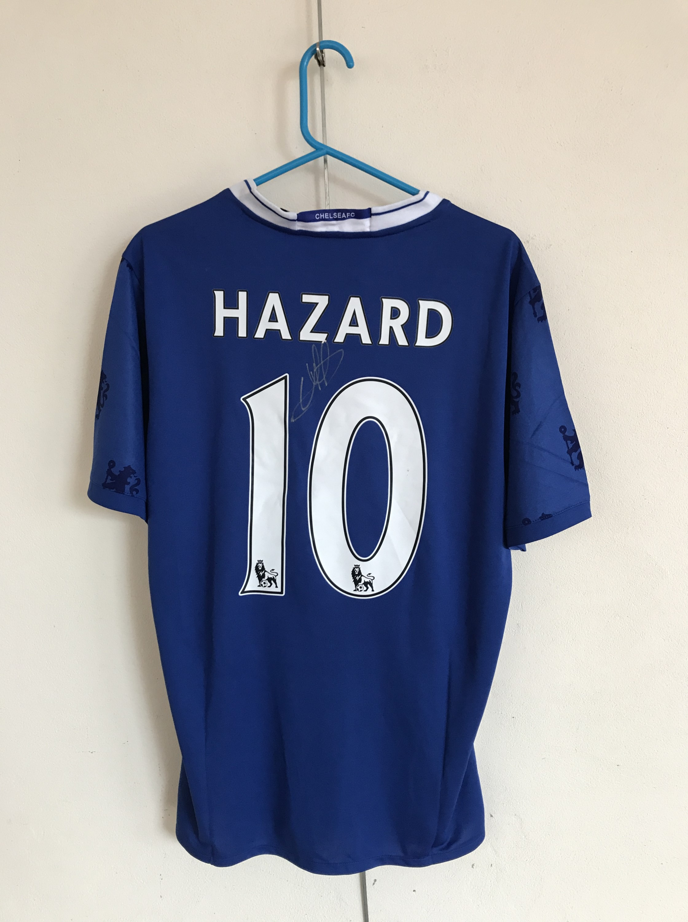 Lot 51 - [Autographs] A Chelsea No. 10 football shirt signed by Eden Hazard