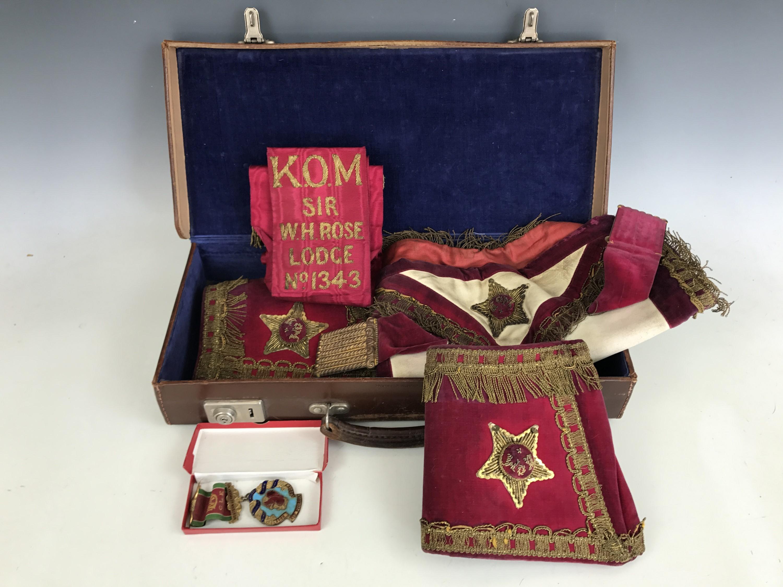 Lot 40 - Cased Masonic regalia