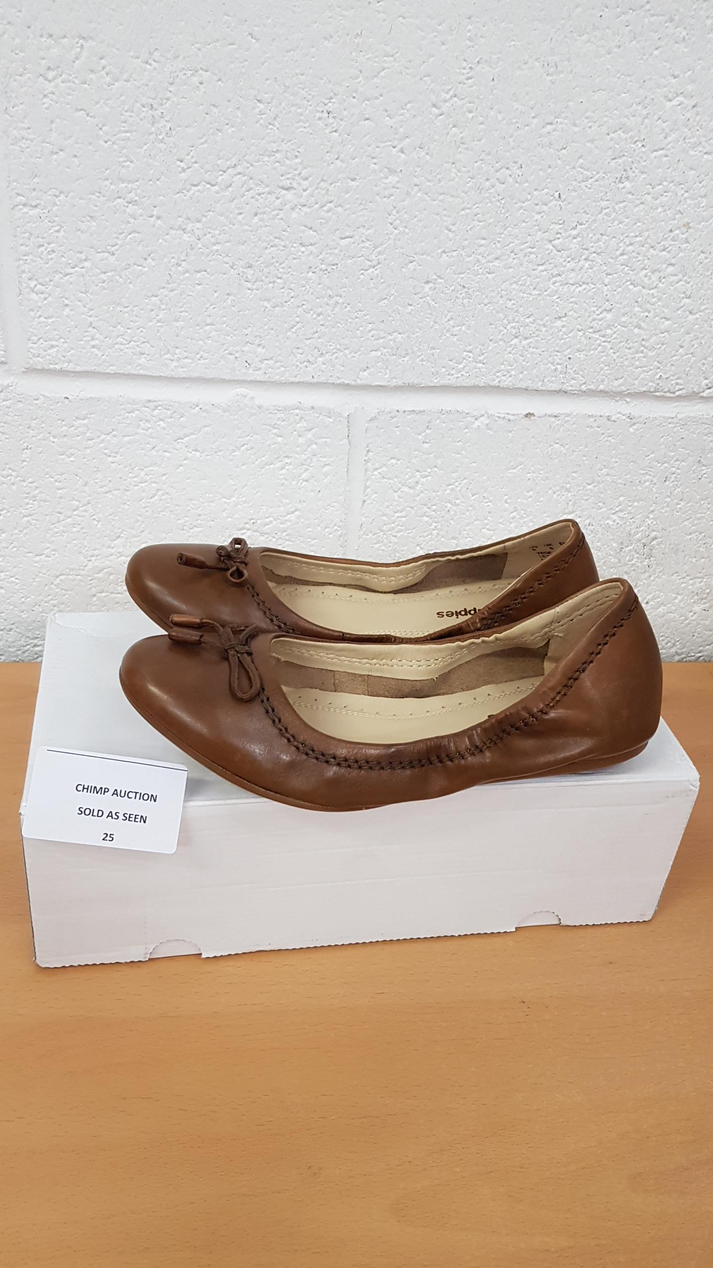 Lot 25 - Hush Puppies leather ladies shoes UK 6