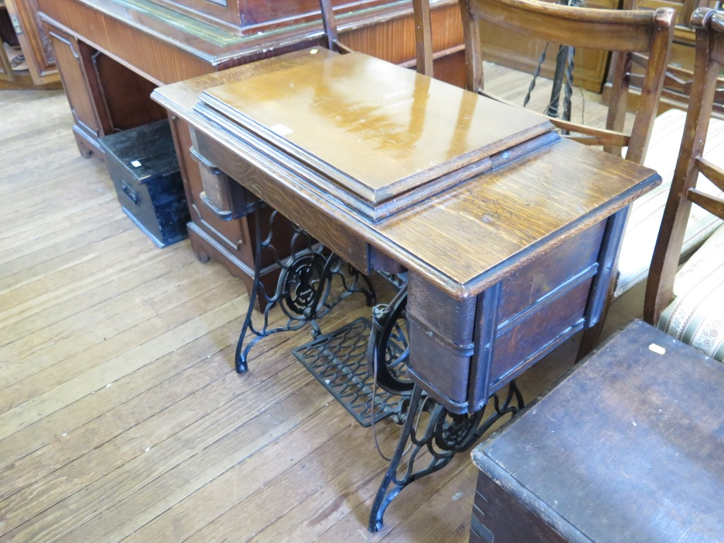 Lot 10 - A Singer treadle sewing machine