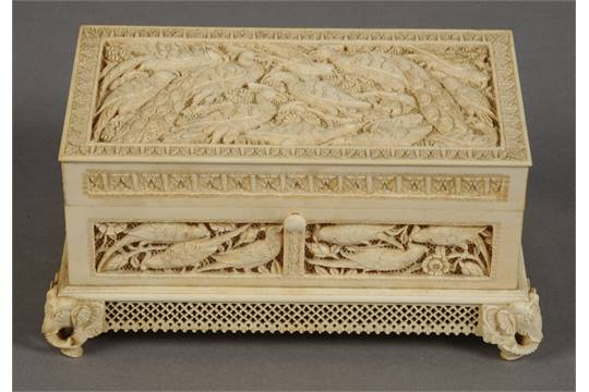 A 19TH CENTURY INDIAN IVORY JEWELLERY BOX c1880 the rectangular