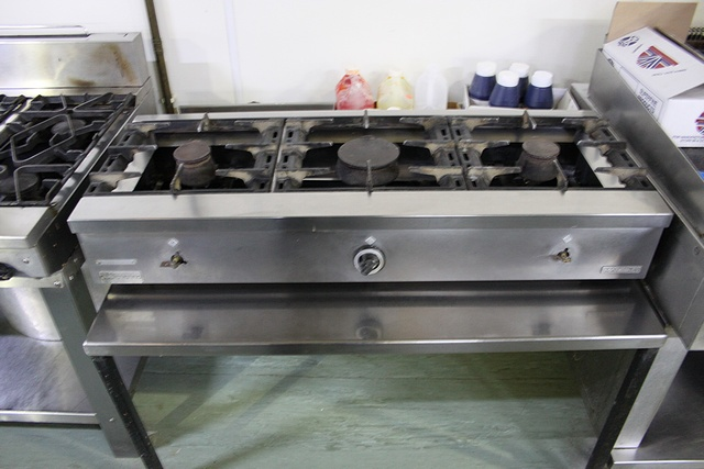 Lot 50 - Mareno F30 3 burner gas stock pot range 1200mm x 470mm