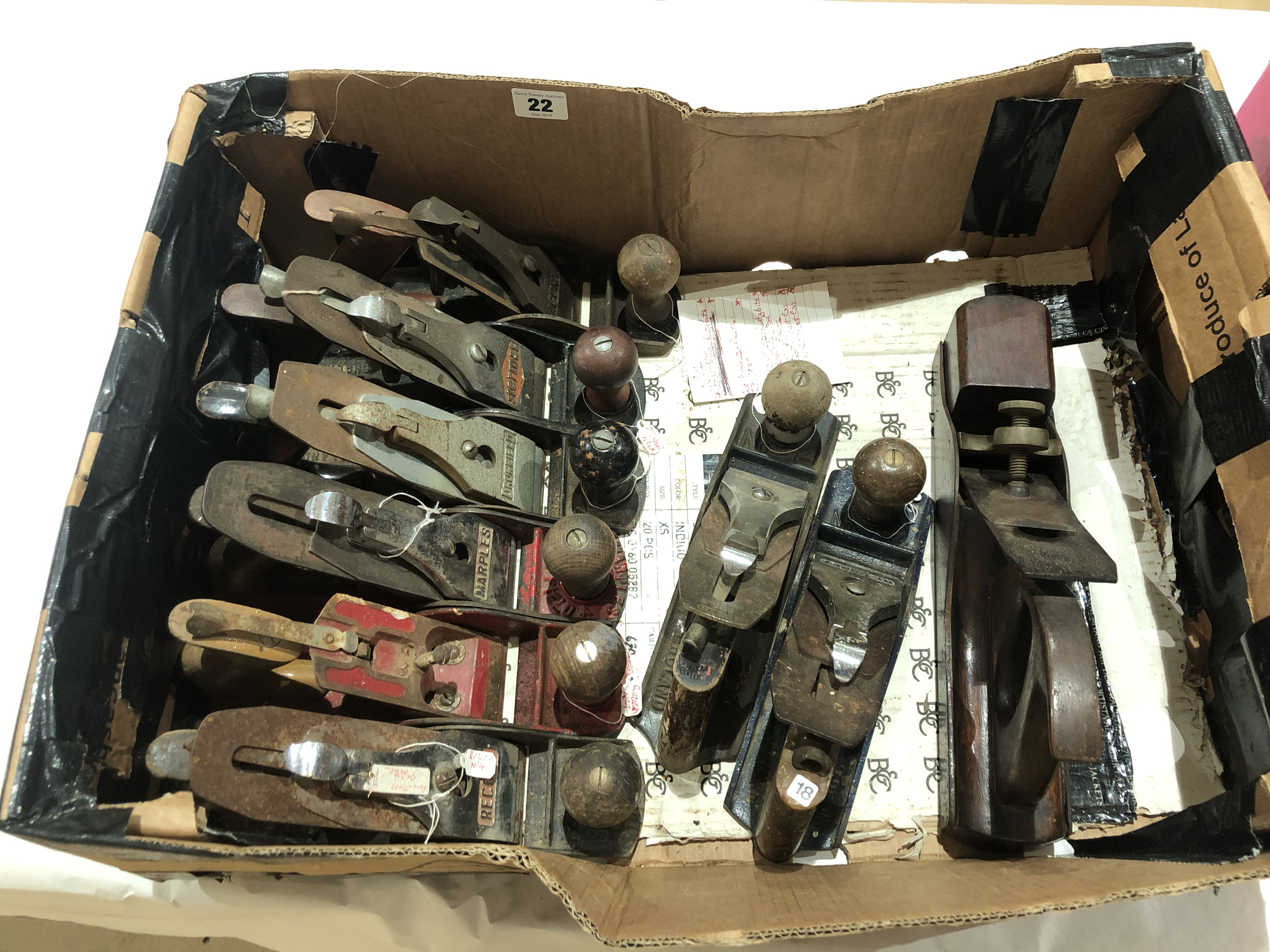 Lot 22 - An infill plane and eight No 4's all for restoration G-