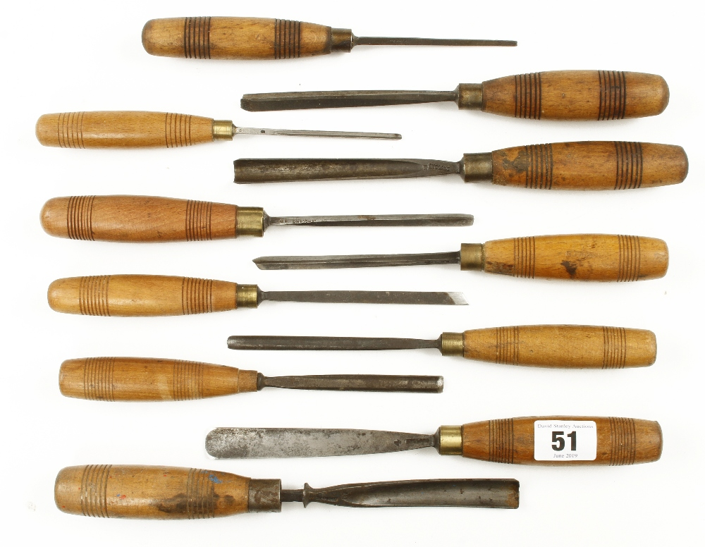 Lot 51 - 11 carving tools with matching handles G
