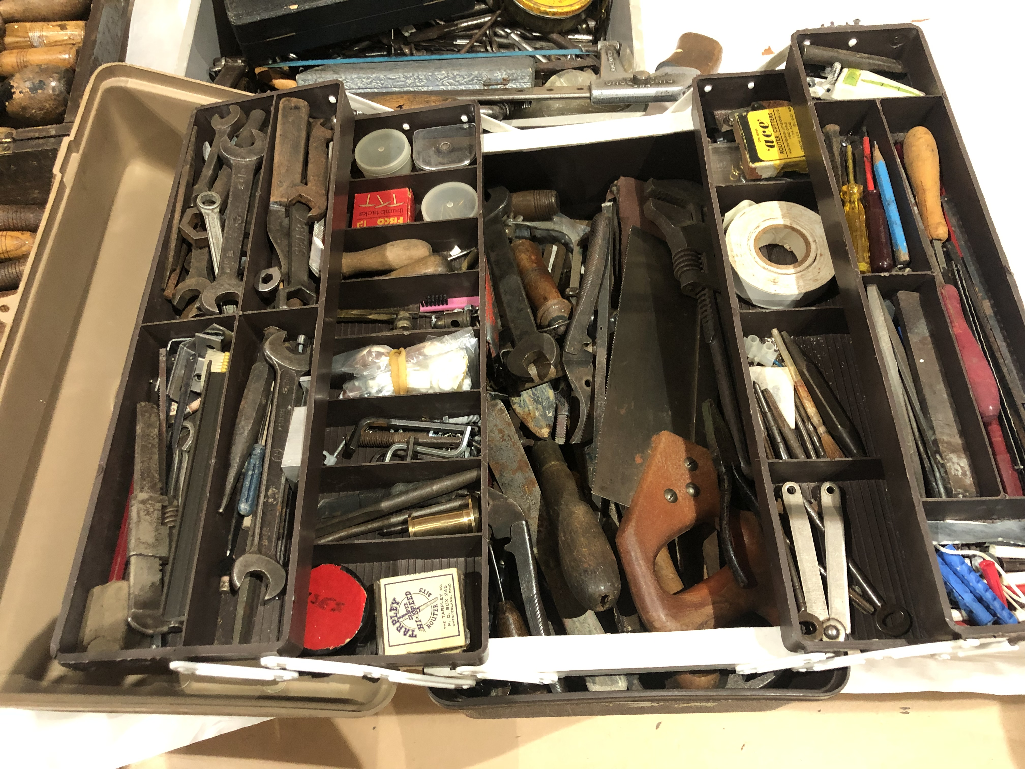 Lot 29 - A box of engineers tools G