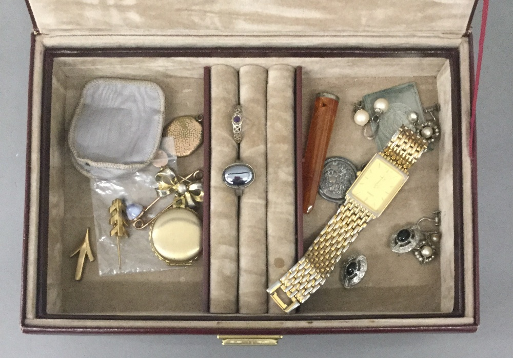 A box of miscellaneous jewellery