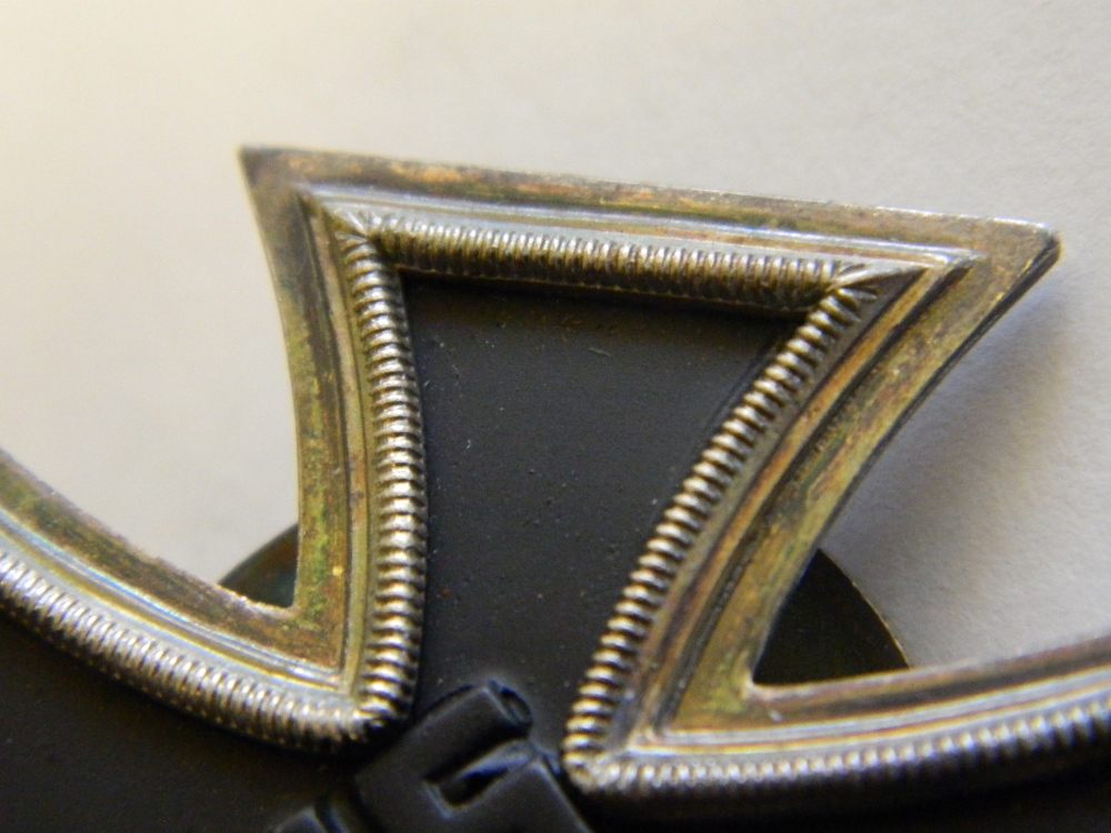 A reproduction pin back 1939 Iron cross - Image 8 of 8