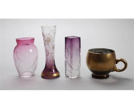 Vier Teile Moser Karlsbad um 1900-1930, farbloses Glas, verlaufend, qualitätsvoller Tiefschliff mit Vergoldung, eine Tasse mi