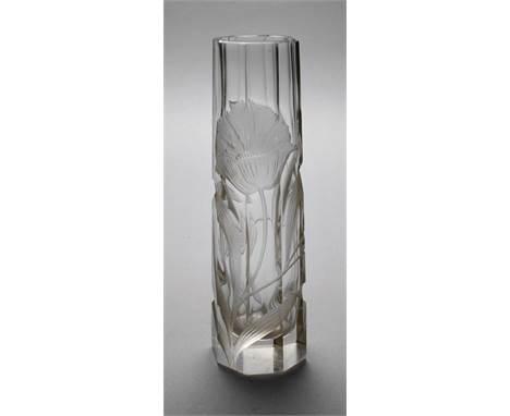 Vase Tiefschnittdekor wohl Moser Karlsbad, um 1920, unsigniert, massives farbloses Glas, konische Form, oktogonal facettiert,