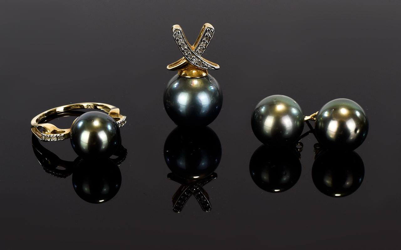 Lot 50 - A 9ct Gold And Black Tahitian Pearl Jewe