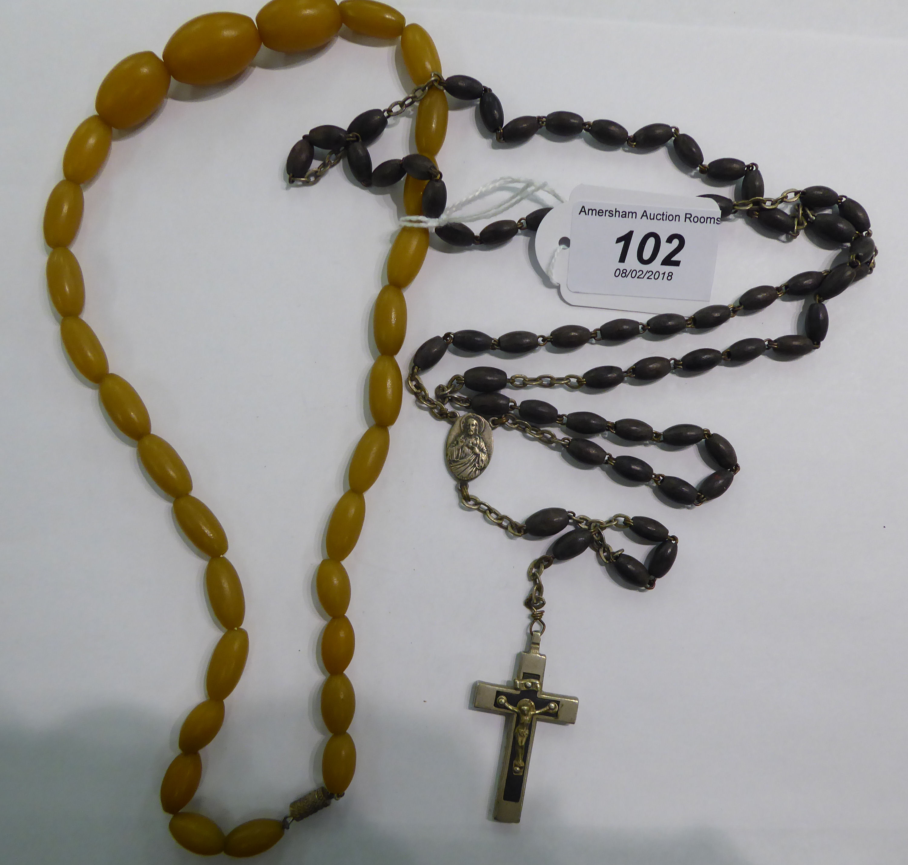 Lot 102 - A set of rosary beads;