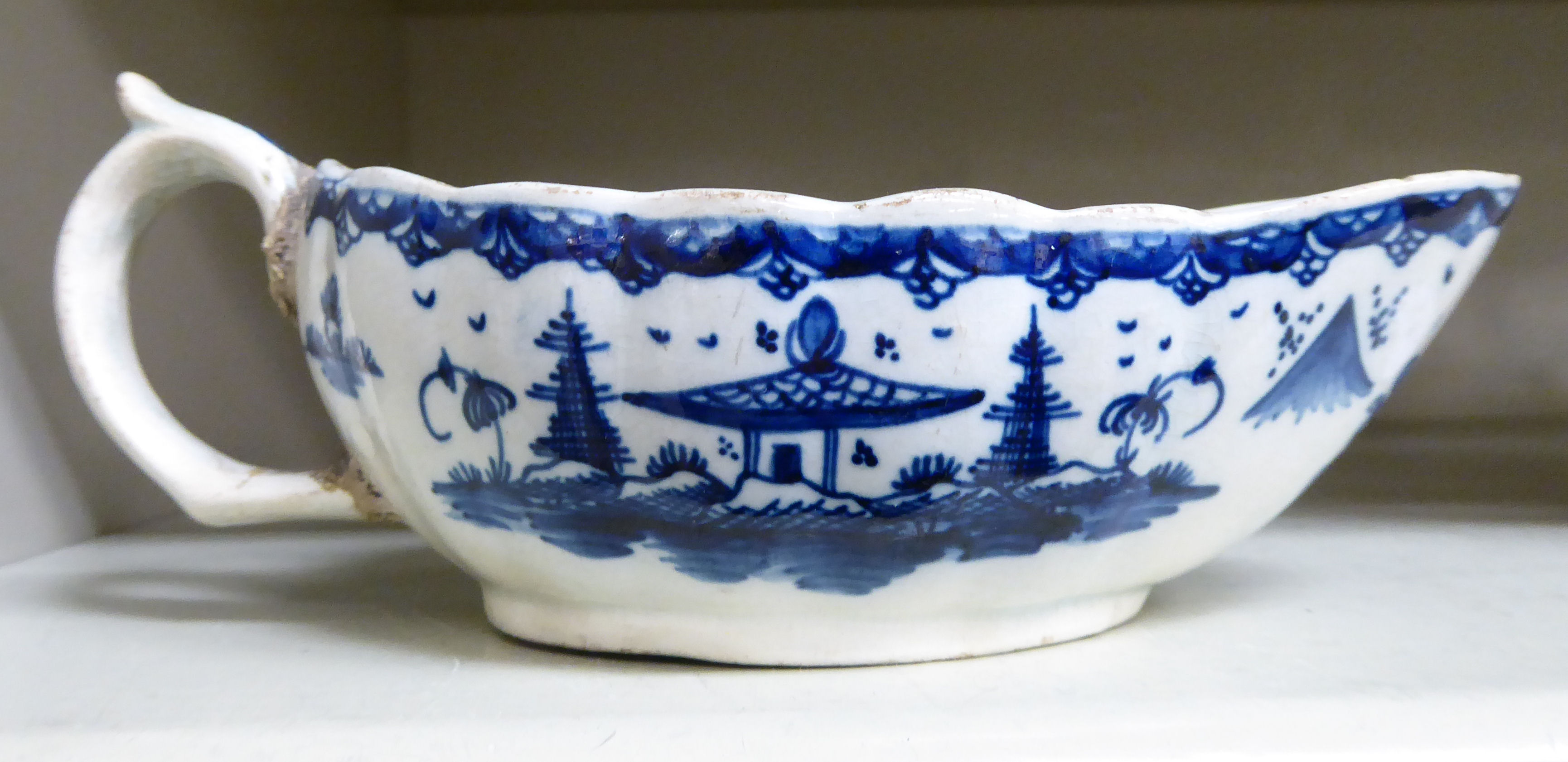 Lot 73 - An early 19thC Pearlware sauce boat,