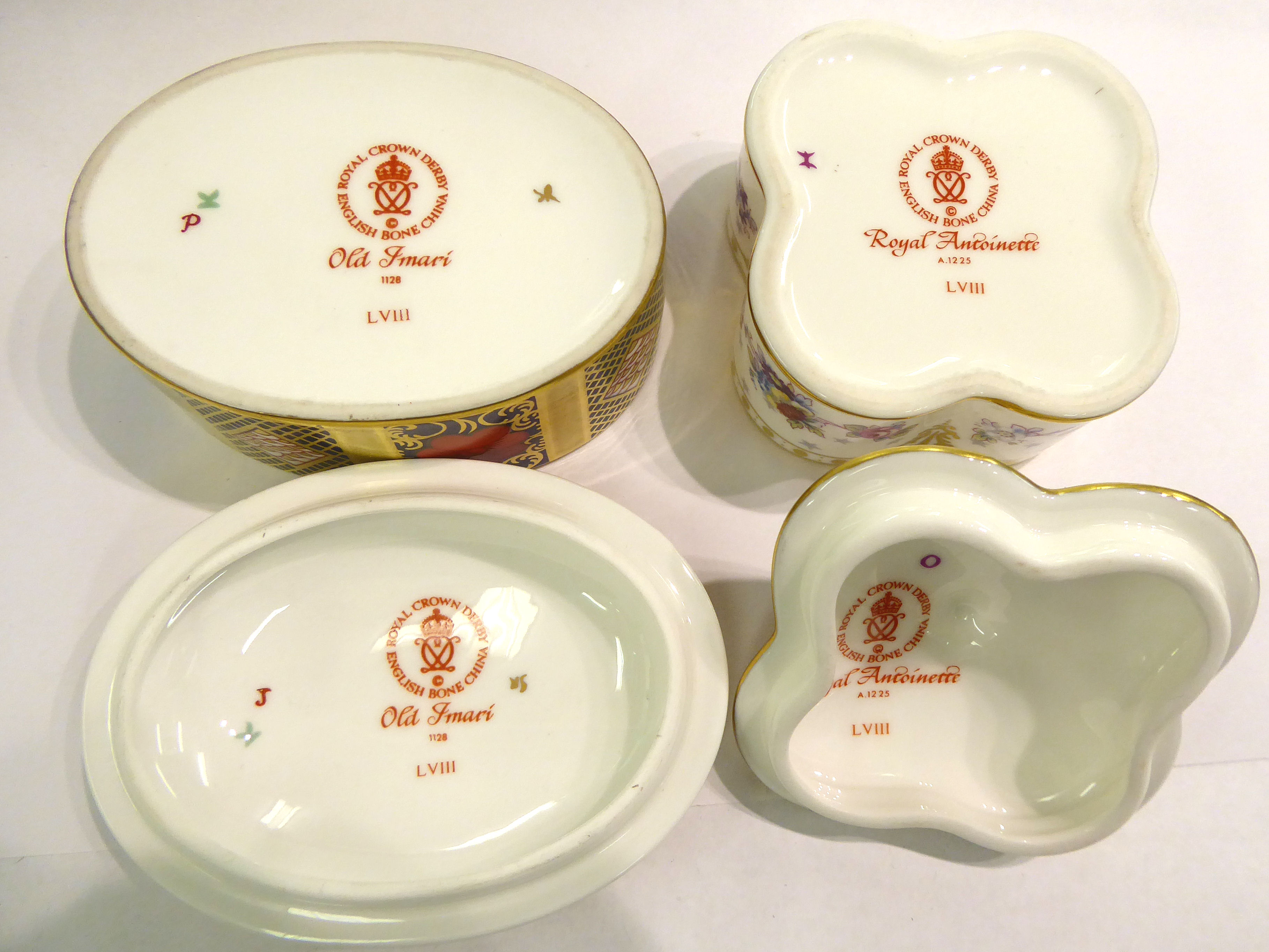 Lot 94 - A Royal Crown Derby bone china oval trinket box,