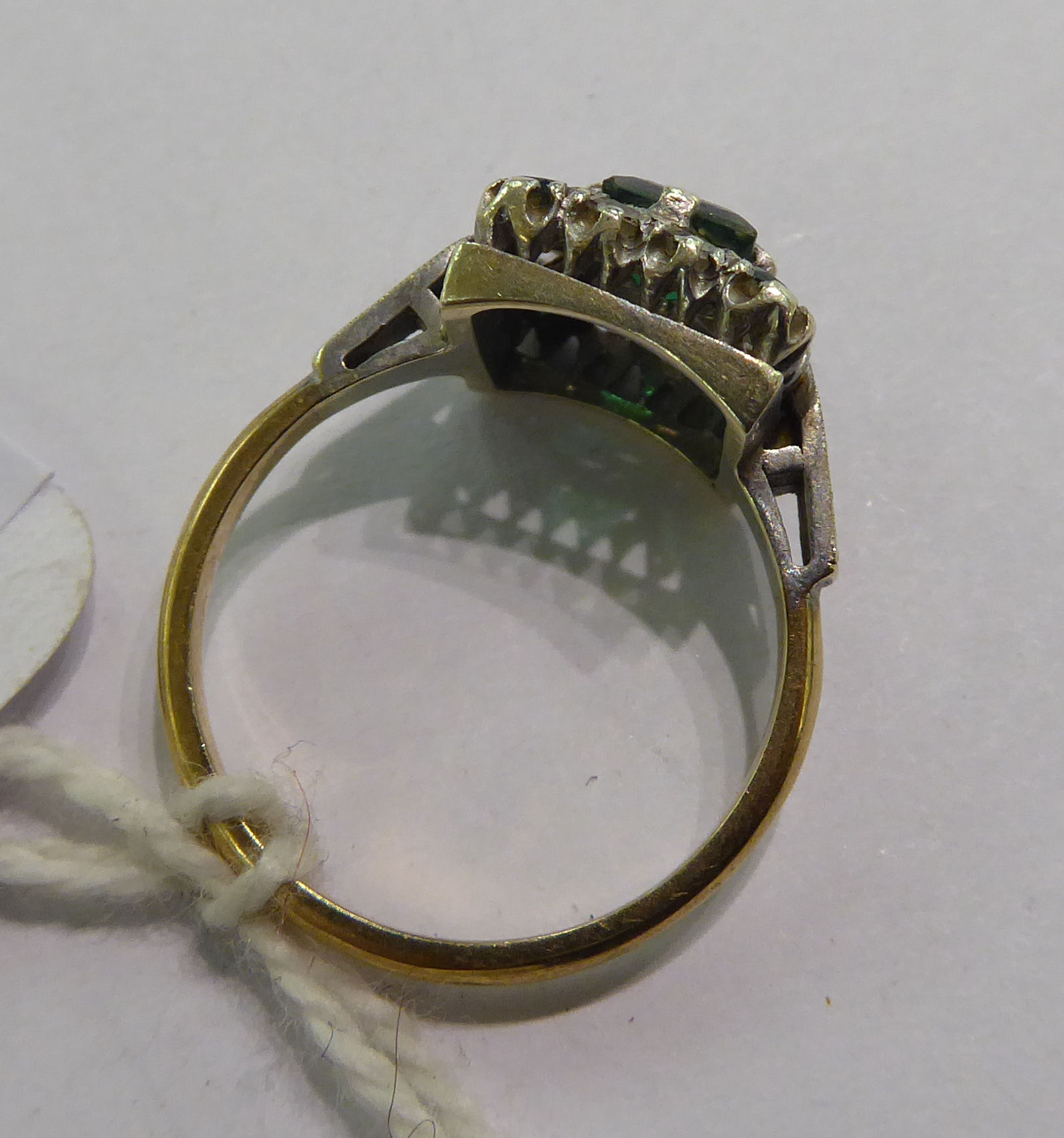Lot 39 - A 9ct gold claw set cluster ring,