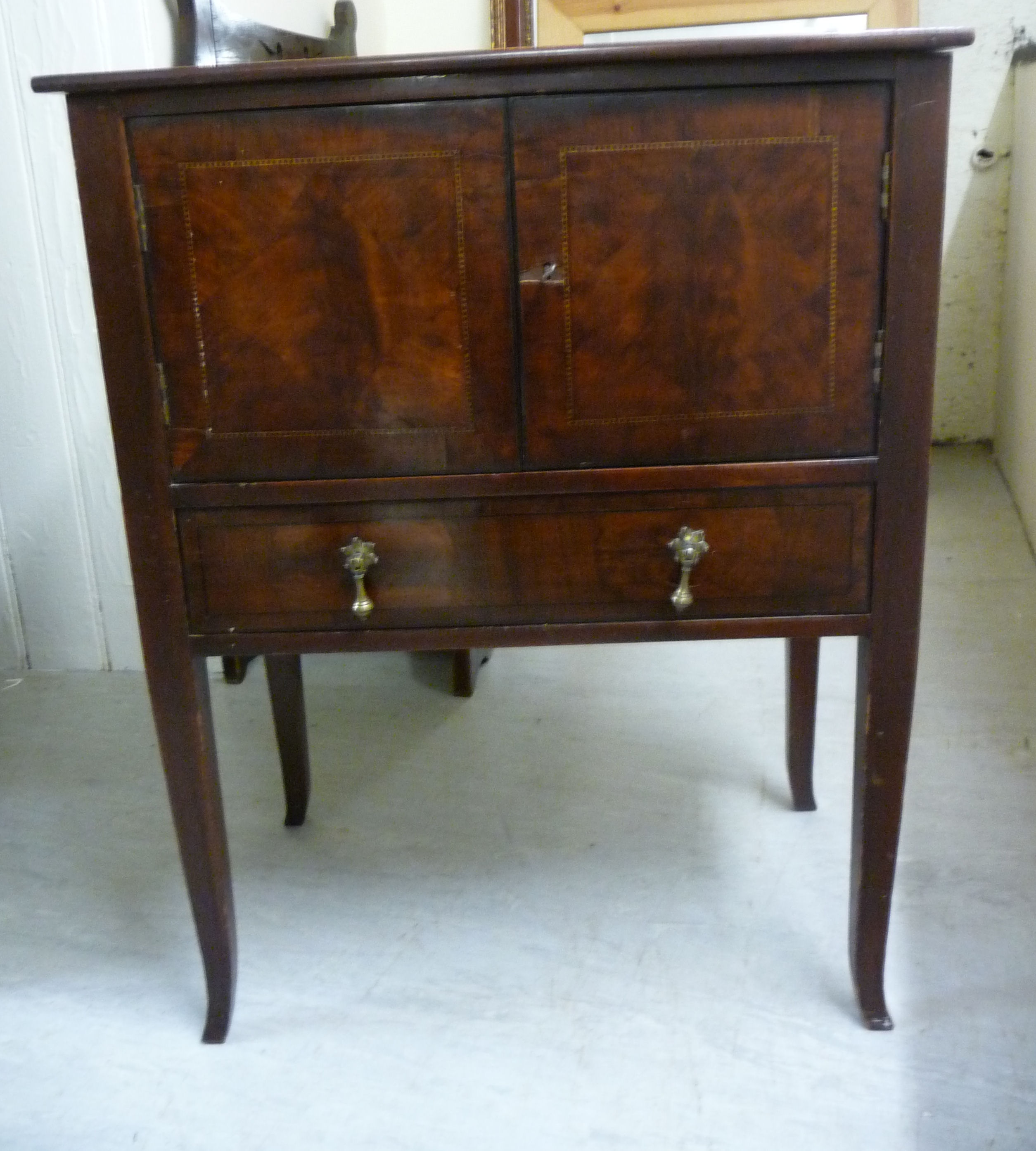 Lot 44 - An Edwardian inlaid and crossbanded mahogany cabinet with a shelf top,