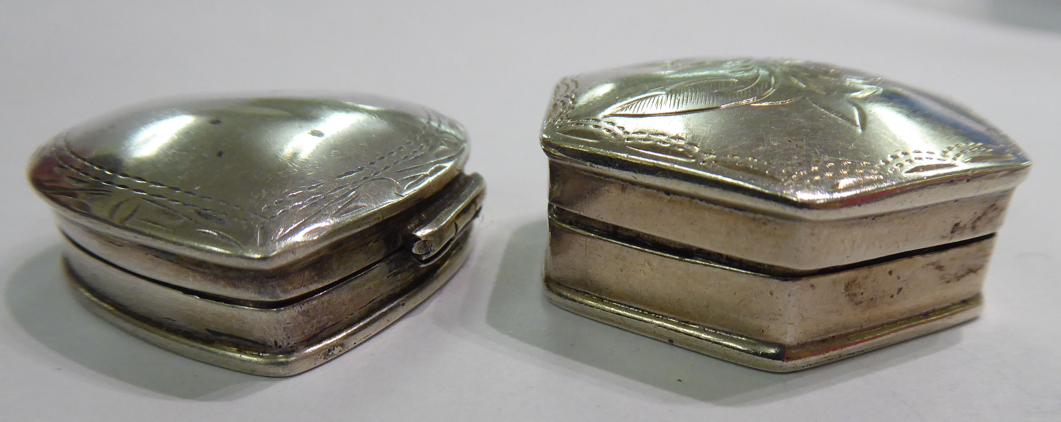 Lot 84 - Two silver coloured metal trinket boxes both stamped 925 11