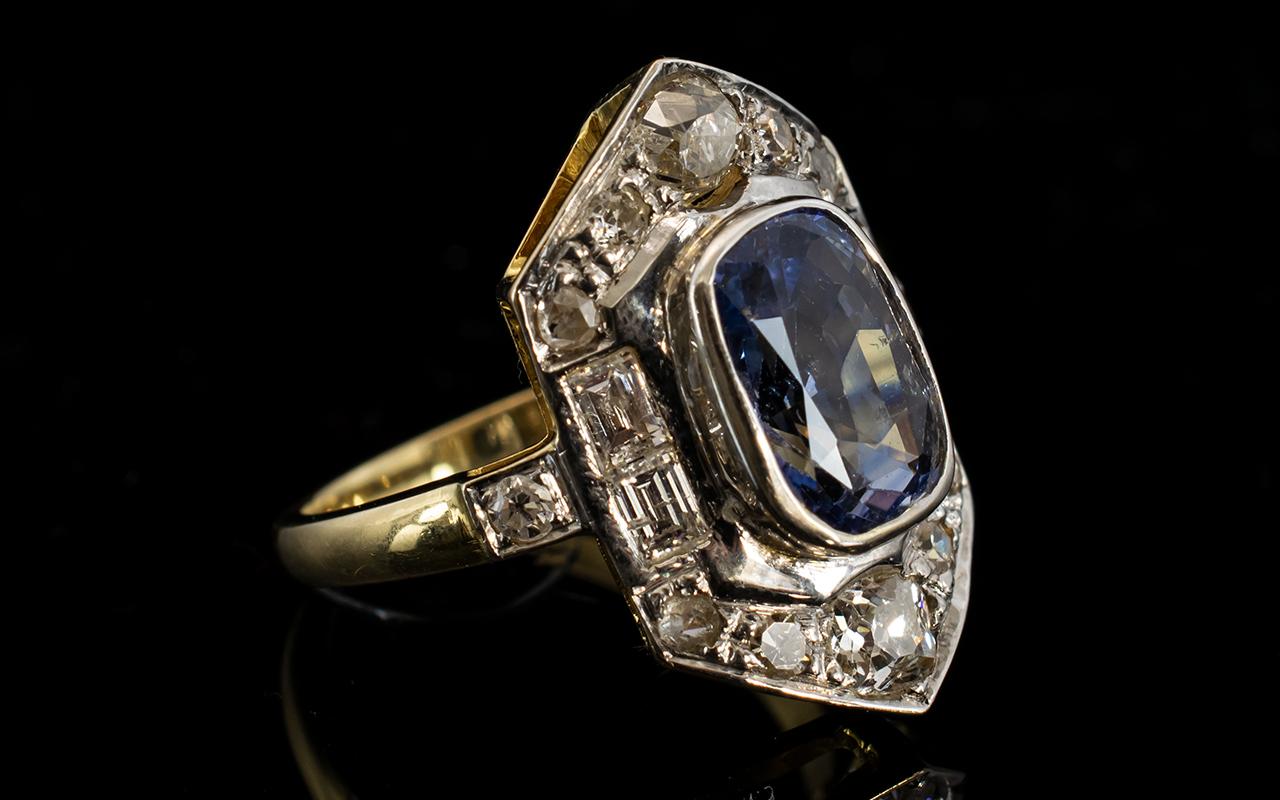 Lot 3 - Art Deco Period Stunning 18ct Gold Diamo