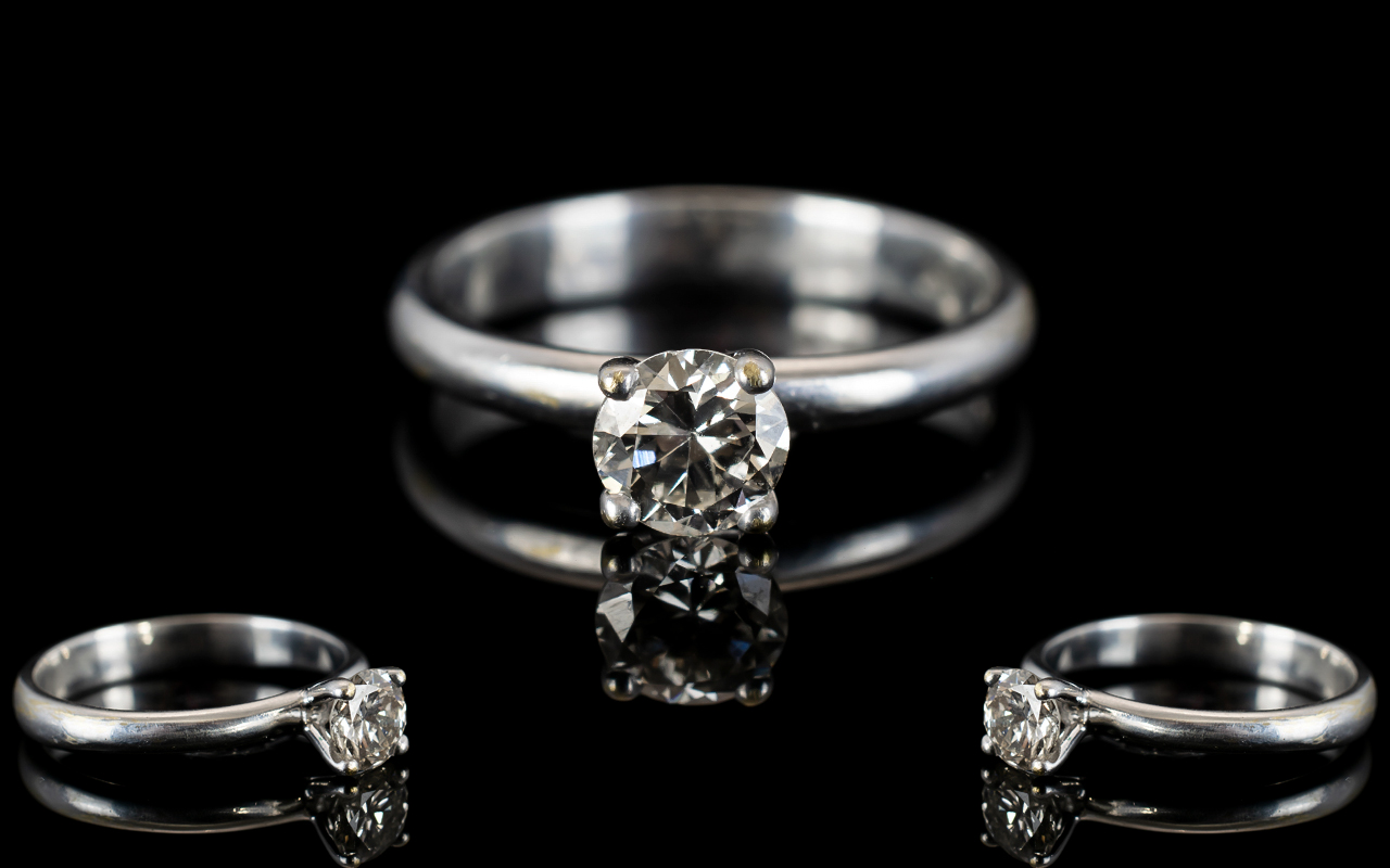 Lot 33 - Contemporary Design 18ct White Gold Sing