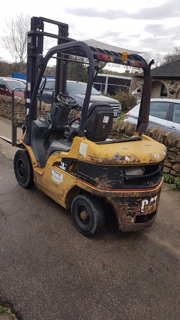 CATERPILLAR DP25N DIESEL POWERED FORKLIFT TRUCK, YEAR 2004 BUILD, WITH SIDE SHIFT, 2.5 TONNE RATED - Image 2 of 5