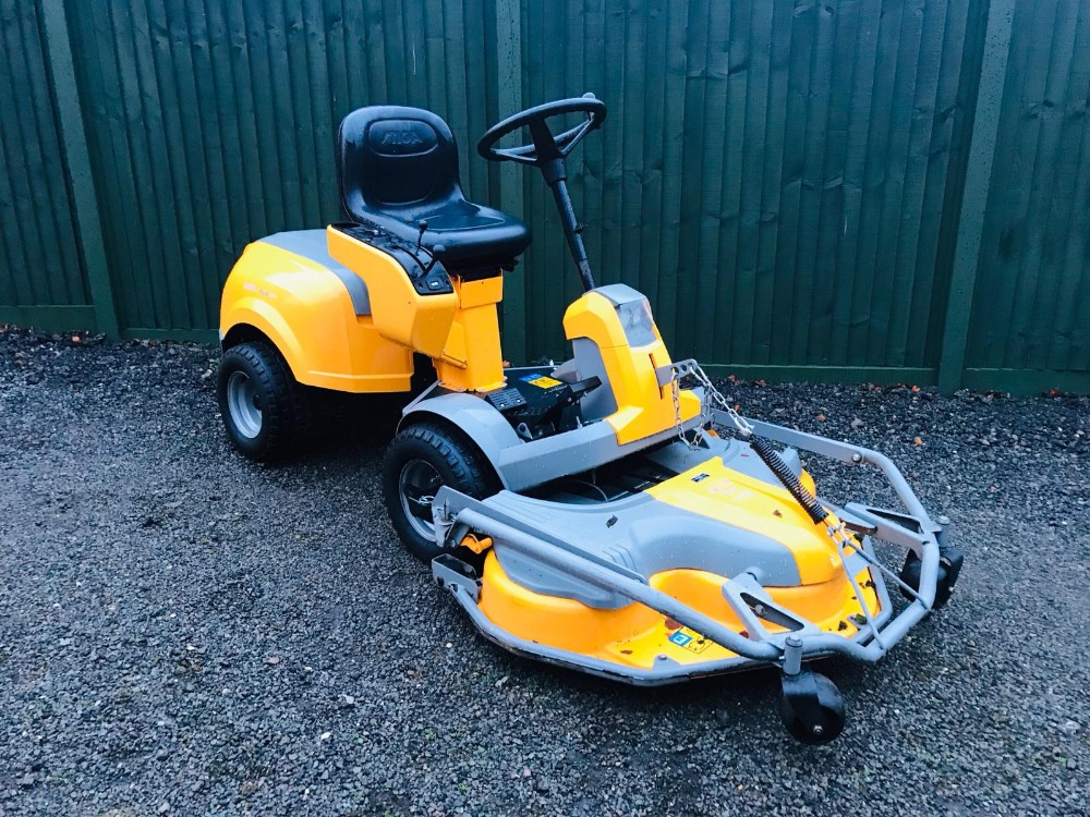 Lot 95 - STIGA 520L RIDE ON MOWER YEAR 2013. COMBI DECK FITTED WHEN TESTED WAS SEEN TO RUN, DRIVE AND MOWER