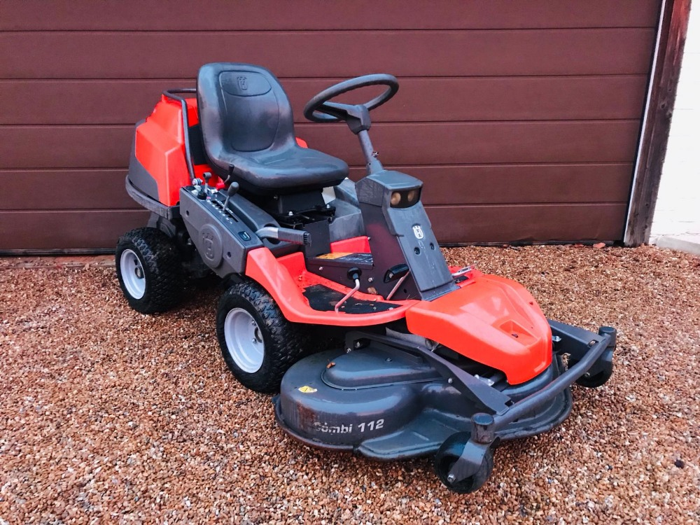 Lot 93 - HUSQVARNA PR17 4WD RIDE ON MOWER WITH OUTFRONT MULCH DECK 112CM WIDTH. 270 REC HOURS, YEAR 2011.