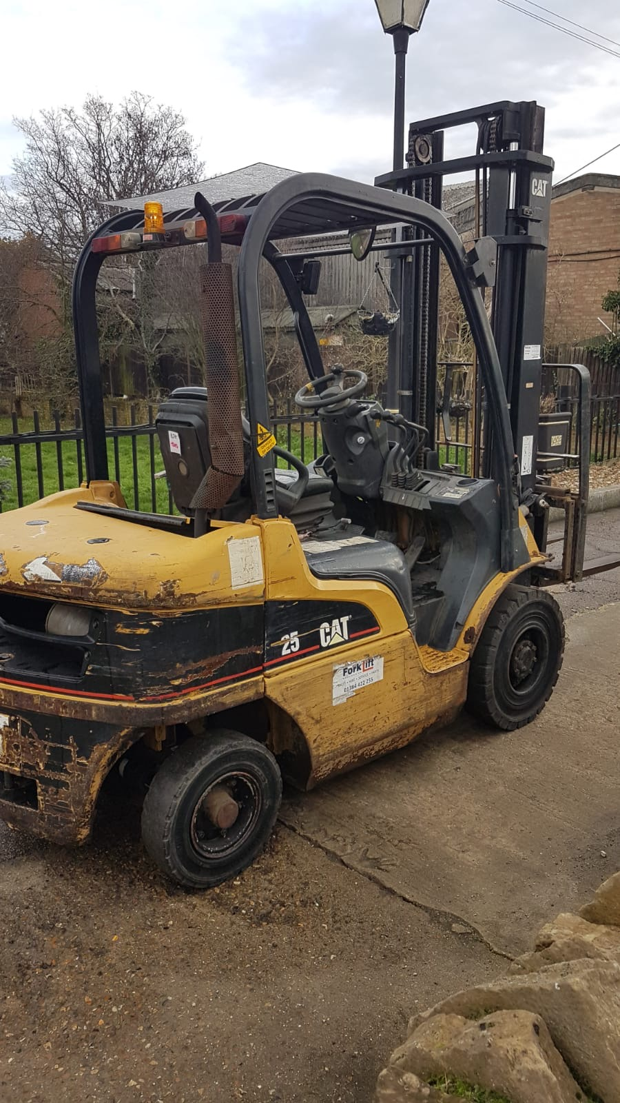 CATERPILLAR DP25N DIESEL POWERED FORKLIFT TRUCK, YEAR 2004 BUILD, WITH SIDE SHIFT, 2.5 TONNE RATED - Image 3 of 5