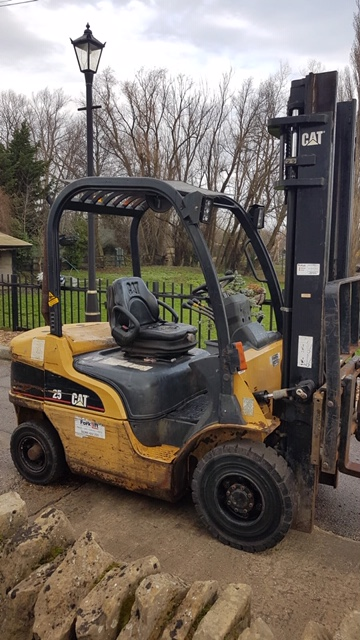 CATERPILLAR DP25N DIESEL POWERED FORKLIFT TRUCK, YEAR 2004 BUILD, WITH SIDE SHIFT, 2.5 TONNE RATED - Image 4 of 5