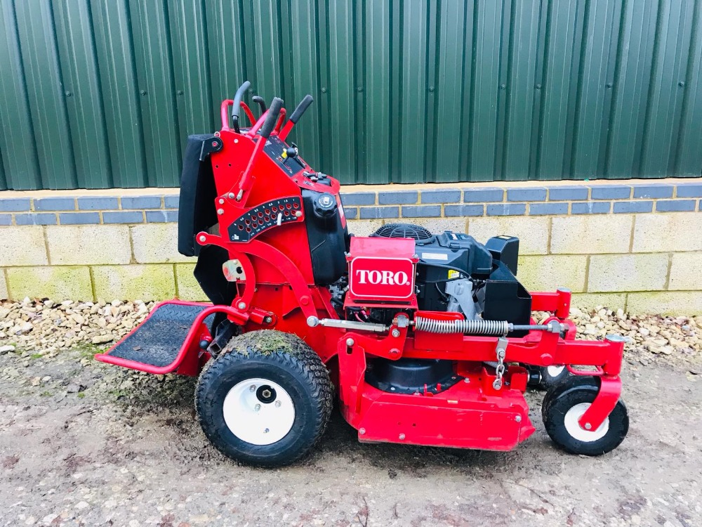 """Lot 94 - TORO GRANDSTAND PROFESSIONAL MOWER WITH DECK 36"""" WIDTH. 150 REC HOURS, YEAR 2013. WHEN TESTED WAS"""