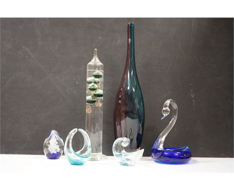Collection of glassware including paperweight, Murano swan etc