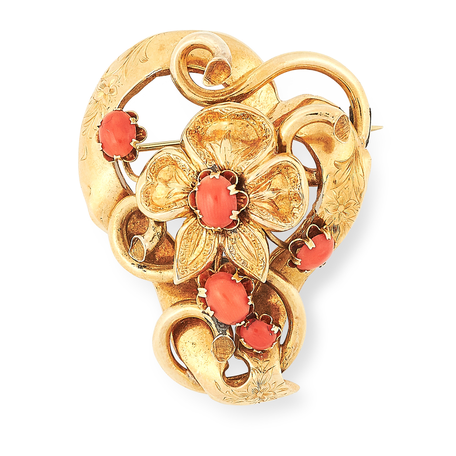Los 59 - AN ANTIQUE CORAL BROOCH in floral design set with cabochon coral, 4.8cm, 8.8g.