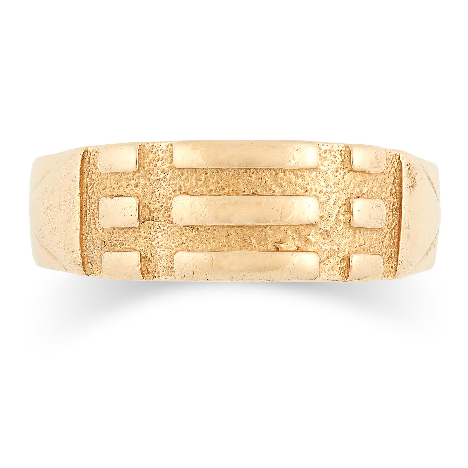 ENGRAVED WEDDING BAND with the phrase 'CARPEDIEM - MAMA' engraved, size W / 11, 4.7g.