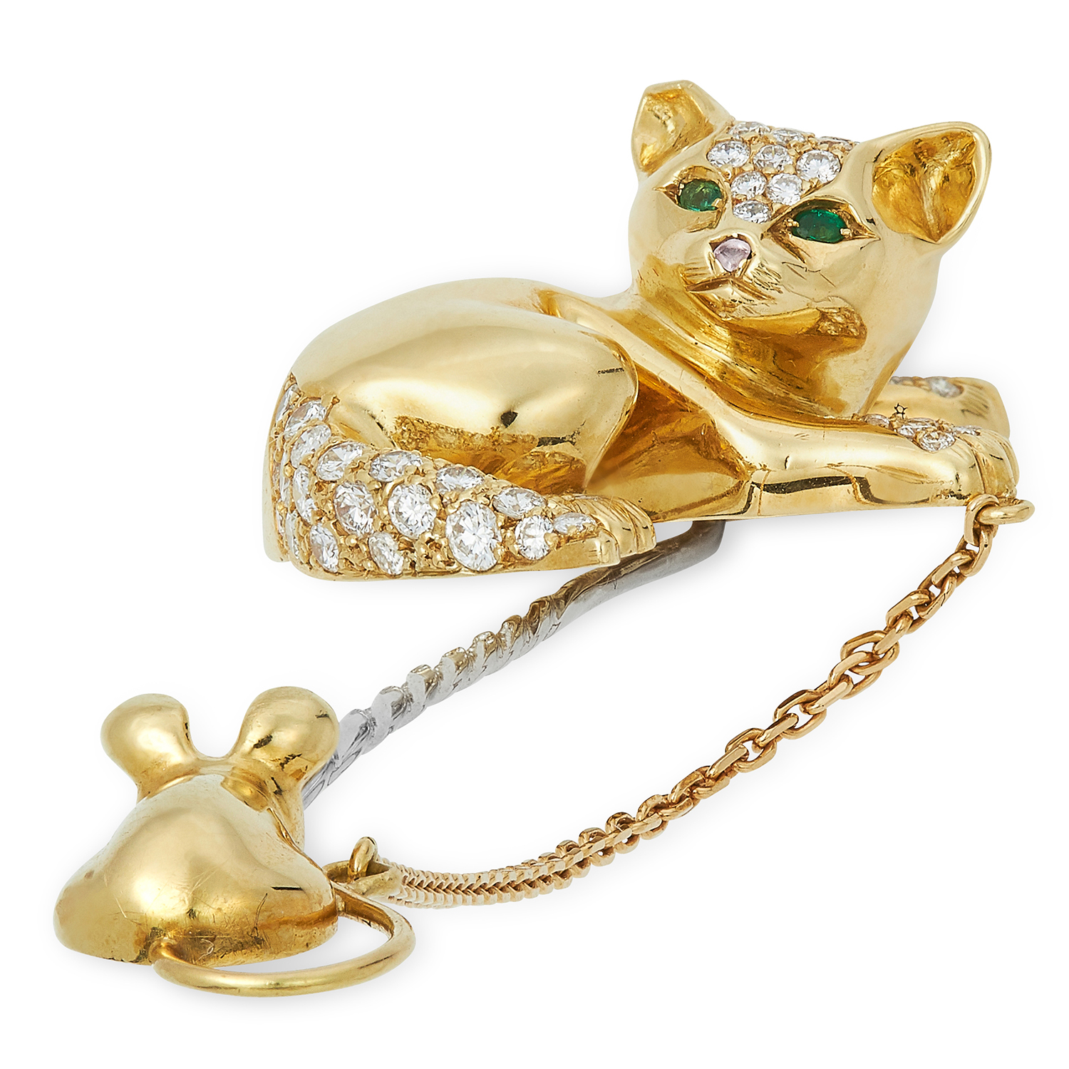 Los 17 - A DIAMOND AND EMERALD CAT AND MOUSE PIN, DAVID MORRIS set with round cut diamonds totalling
