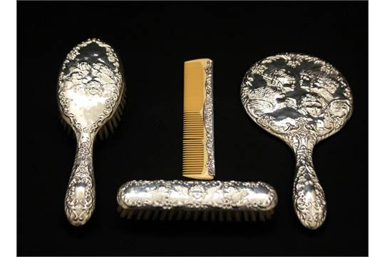 Set Spazzola Specchio.Set Da Toelette In Argento Composto Da Specchio Spazzola E