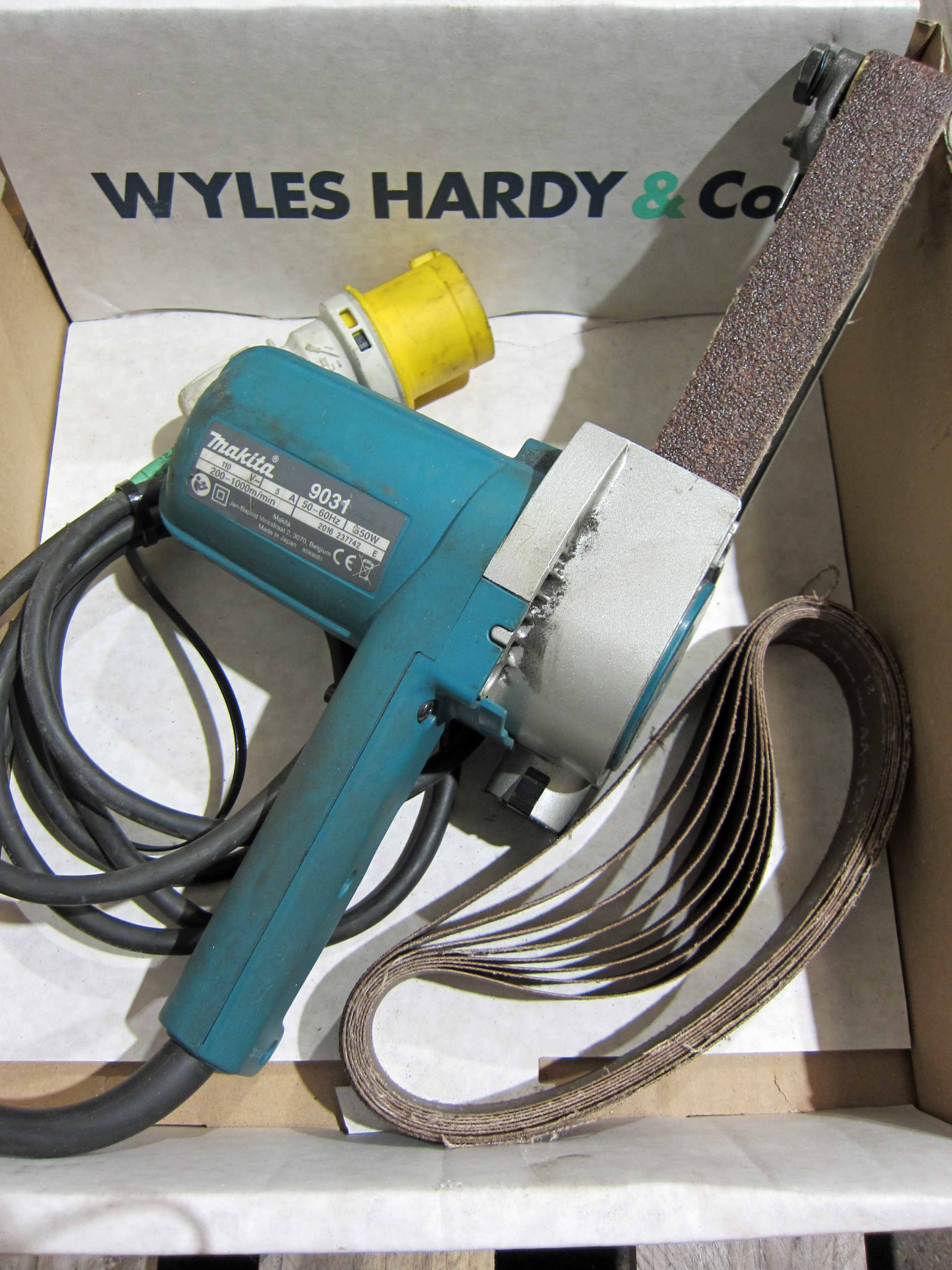 A MAKITA Model 9031 110V PowerFile, takes 30mm Belts, plus A Quantity of Belts - Image 2 of 2