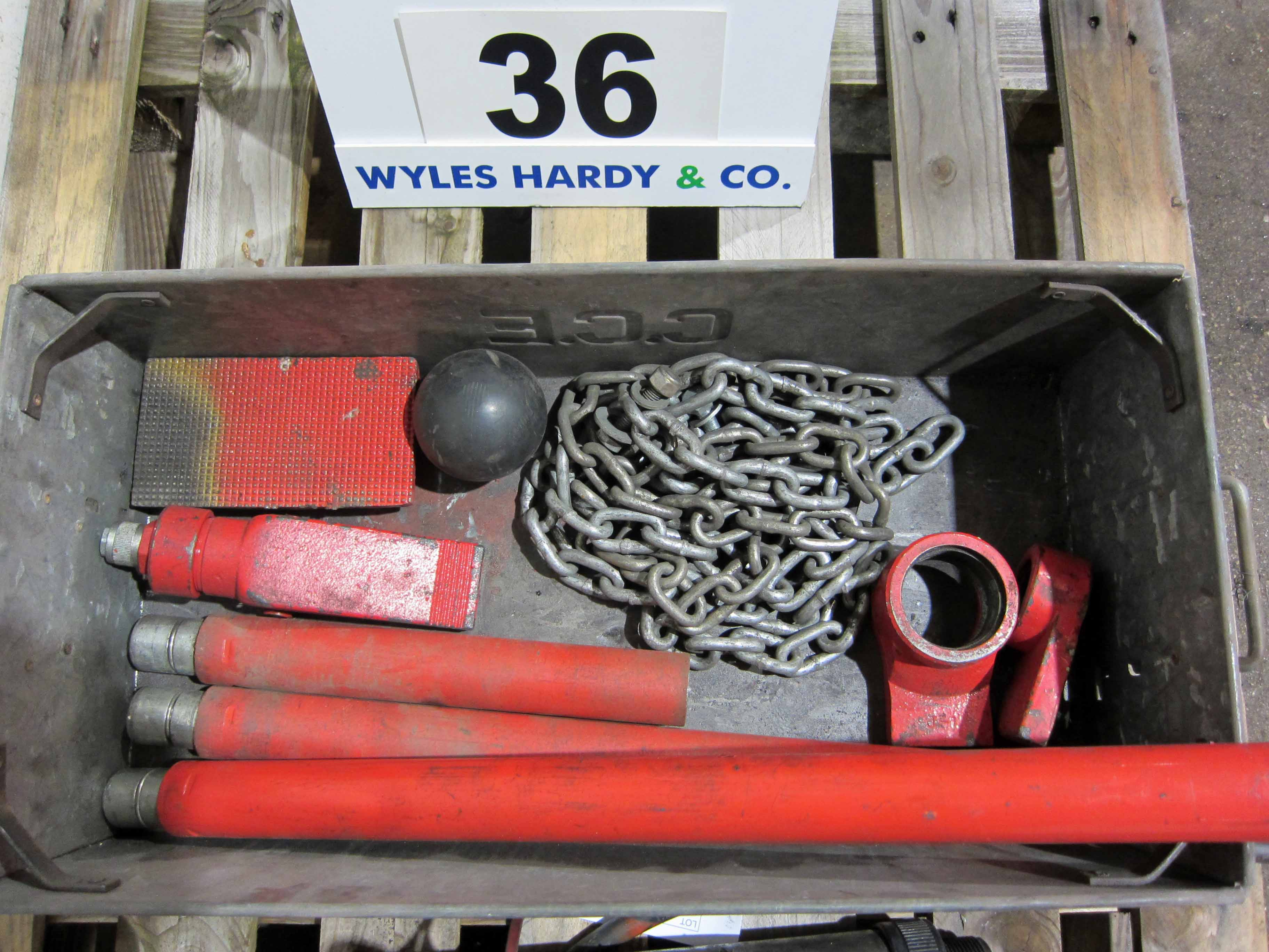 A SEALEY Super Snap 10-Ton Manual Hydraulic Ram System and Associated Fittings, Chains, etc. - Image 4 of 4
