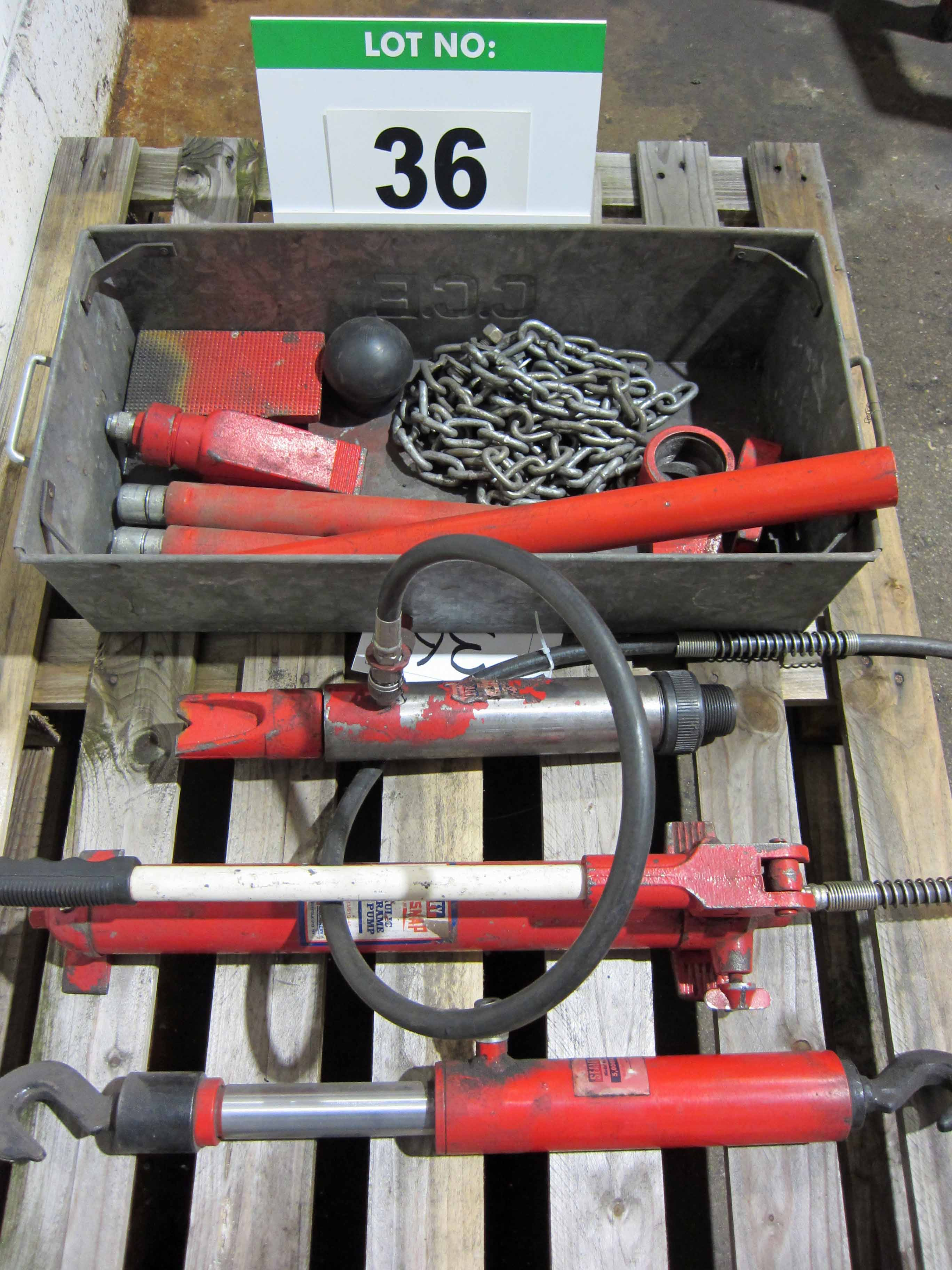 A SEALEY Super Snap 10-Ton Manual Hydraulic Ram System and Associated Fittings, Chains, etc. - Image 2 of 4