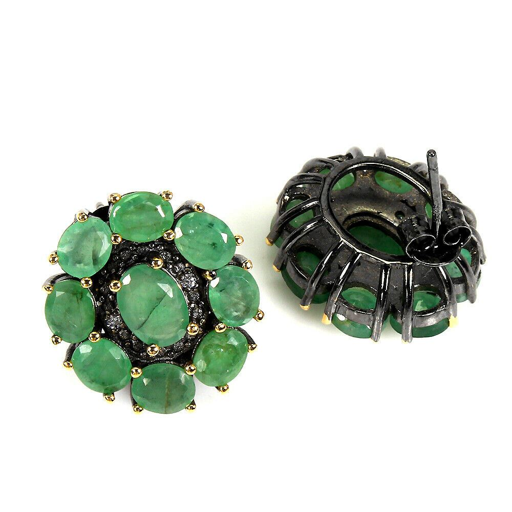 A pair of 925 silver earrings set with oval cut emeralds, L. 2cm. - Image 2 of 2