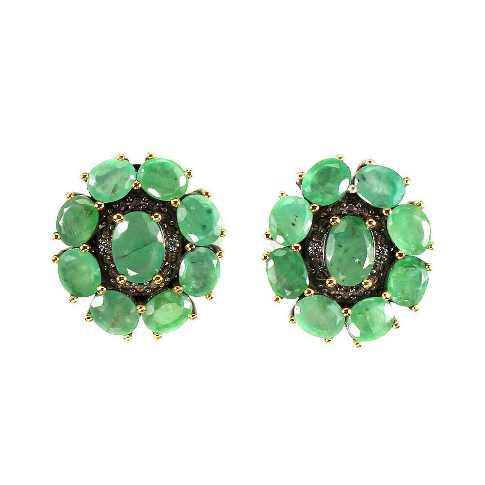 A pair of 925 silver earrings set with oval cut emeralds, L. 2cm.