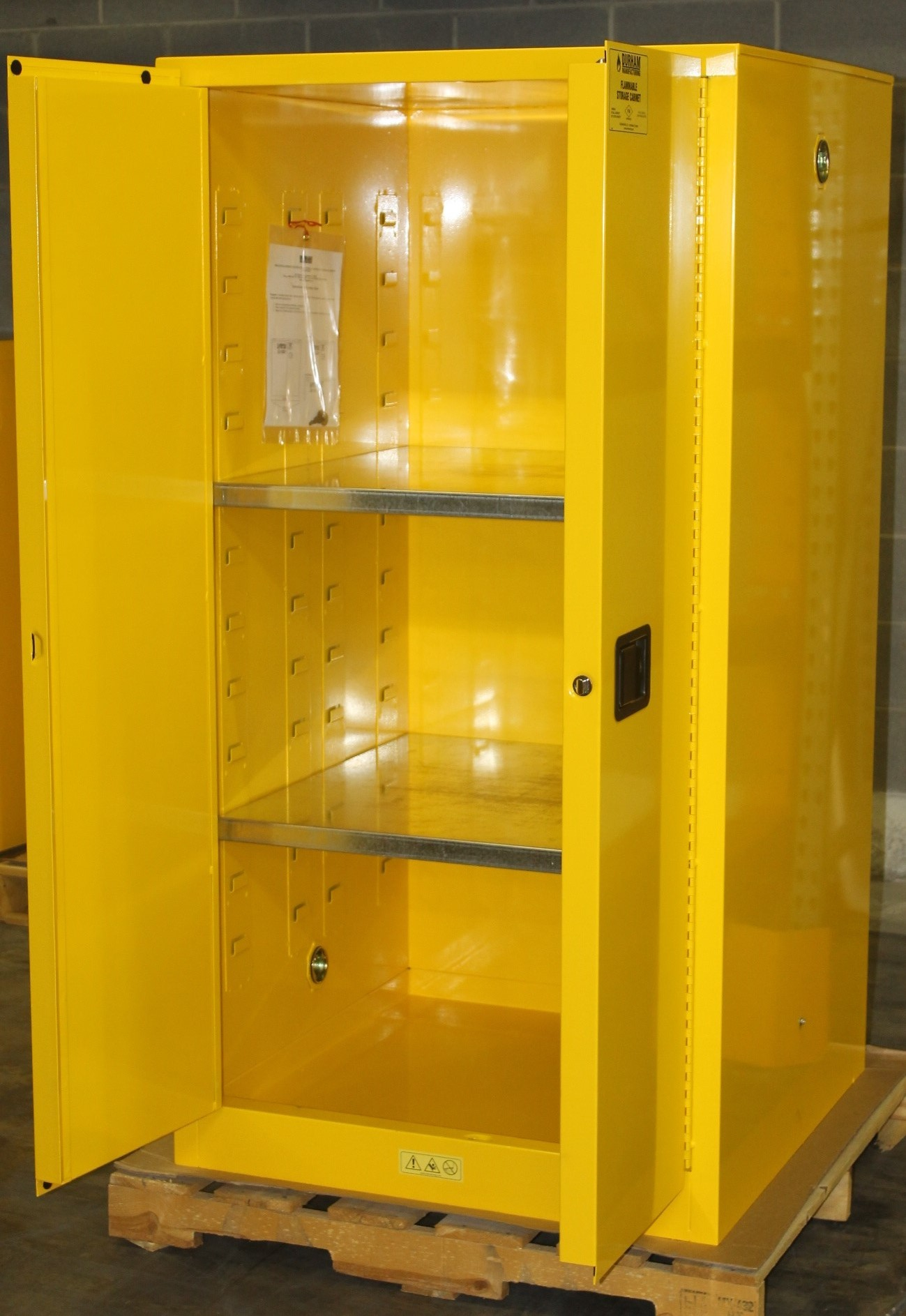 Lot 9 - 60 GALLONS FLAMMABLE SAFETY STORAGE CABINET, NEW