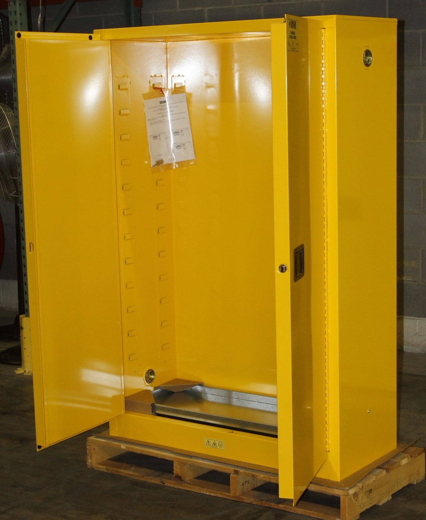 Lot 7 - 45 GALLONS FLAMMABLE SAFETY STORAGE CABINET, NEW