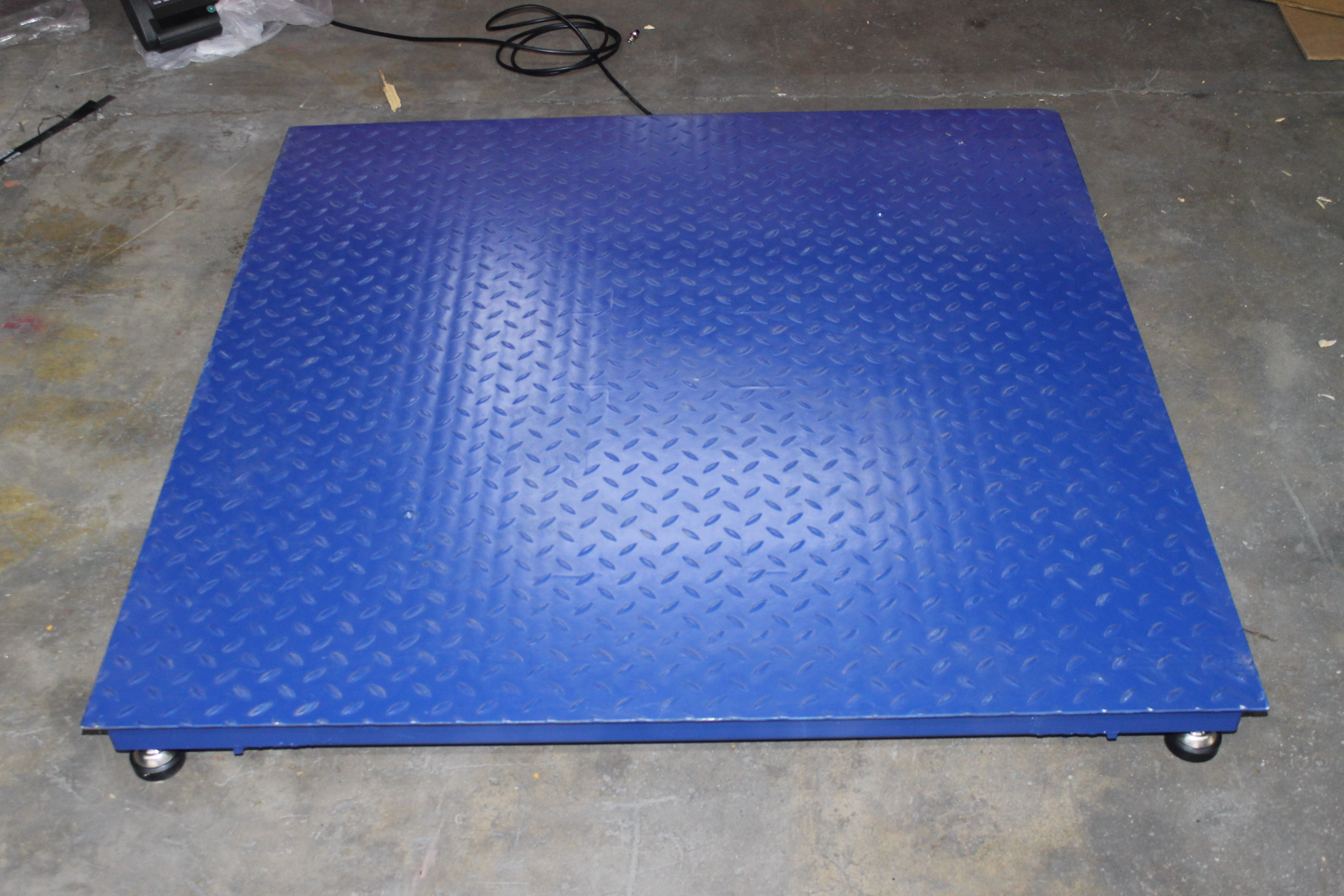 Lot 12 - 5000 LB CAP PALLET FLOOR SCALE WITH BATTERY POWERED DISPLAY